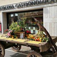 La Gastronomica non solo Gastronomia ma anche Catering Pizza e Cortesia .