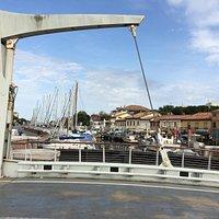 Главный мост слияния двух городков
