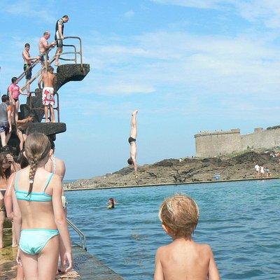 SAINT-MALO (35) - Piscine d'eau de mer de la plage de Bon-Secours