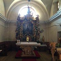 Il bellissimo altare ligneo