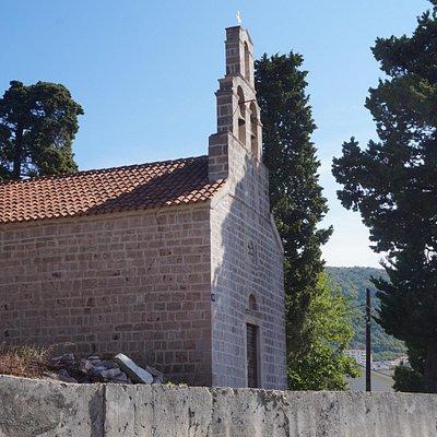 Вид на церковь с XIII улицы