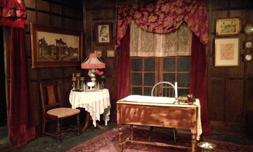 Angel Street set from 2014 at the Golden Chain Theatre