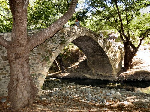 Kelefos Bridge. 34.889423°, 32.747433°