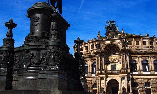 Памятник королю Иоганну и Опера Земпера