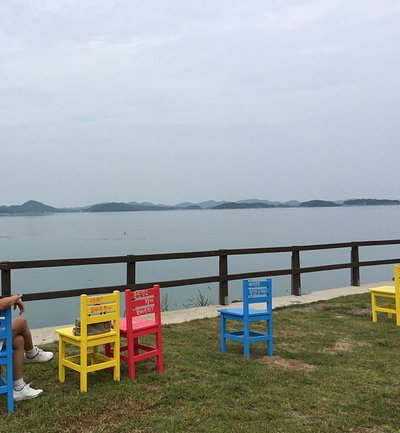 relax in front of the lake with your ice cream top with sea salt