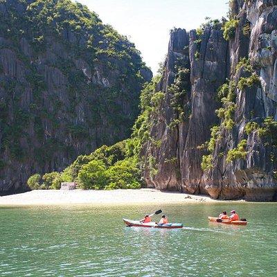 Cat Ba Kayaking Tours