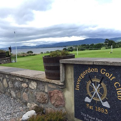 A perfect, classic Scottish Day.... We weren't interested in a big bus tour.  This golf club pic