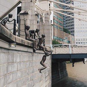 ปฏิมากรรม People of the River