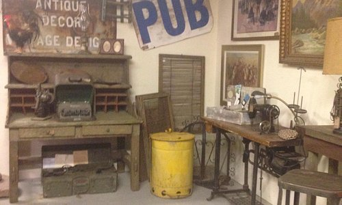 Amazing vintage/antique selection!!! The owner is knowledgeable and very helpful in locating uni