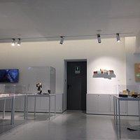 Uno spazio moderno e inaspettato nel cuore di Barriera di Milano. Collezioni interessanti e orig