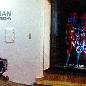 Max & Jan Medina Entry