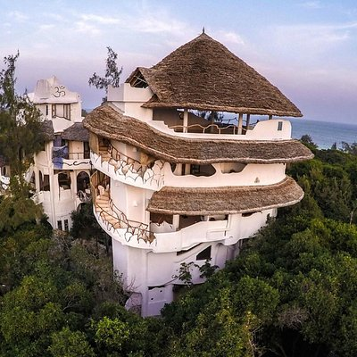 The Watamu Treehouse Yoga Centre - yoga deck on roof
