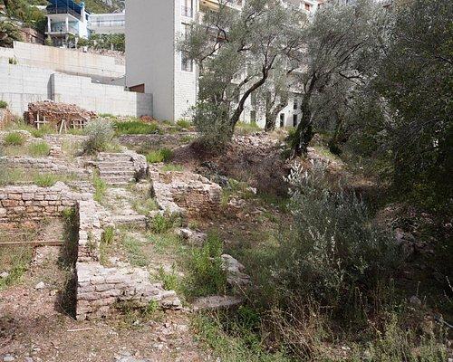 Остатки древнеримской виллы в окружении многовековых оливковых деревьев