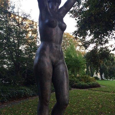 Skulptur: Pigen af 1940 ved Aarhus Rådhus.