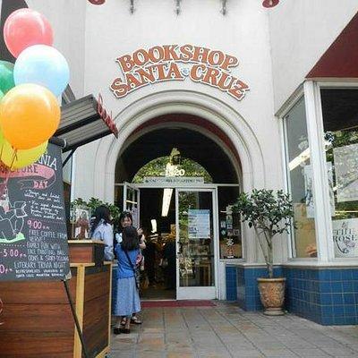 Bookshop Santa Cruz store enterance