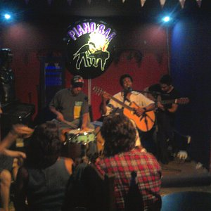 Banda sonando en Piano Bar, Mar del Plata