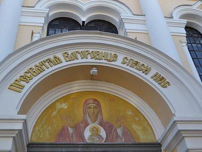Фреска над входом