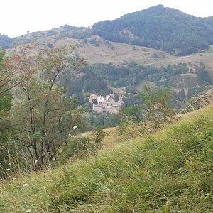 L'abbazia vista dal sentiero che sale ai monti Gemelli