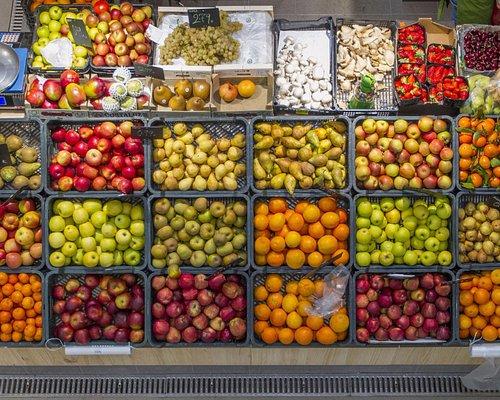 Todo tipo de frutas locales y de importación