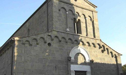 Pieve di San Pietro in Campo: facciata