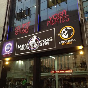 Eclipse Yoga BKK Ratchada Studion is located near MRT Sutthisan. It is a walk in distance