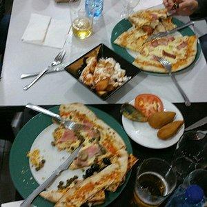 Llegar con hambre y dejar así los platos.