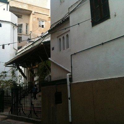 Entrée de la mosquée Hanafi - depuis la ruelle de la place du 1er Novembre