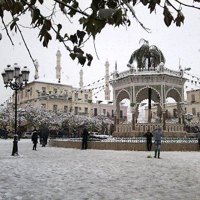 Le kiosque à musique de la place du 1er Novembre sous la neige