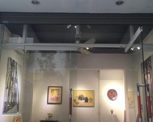 The tiny Gallery presenting selected artworks by master artists in Vietnam