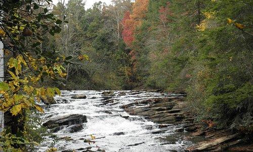 Falls behind mill