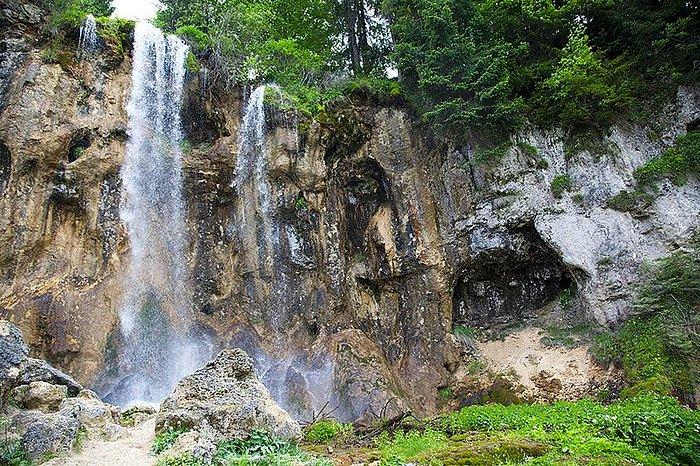 Pisoaia waterfall.