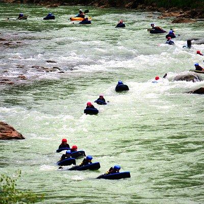 Hidrospeed en grupo. Río Gallego