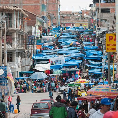 Sabado Baratillo in Calle Ejercito, Cusco, Peru