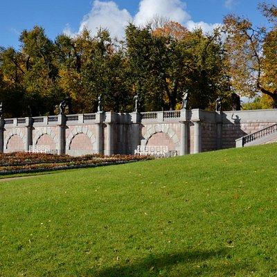 Гранитная терраса в Екатерининском парке