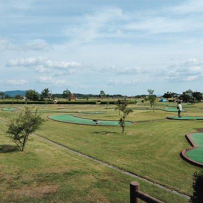 グラウンドゴルフを楽しむファミリー