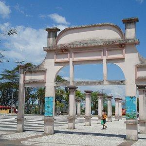 Pilares reconstruidos do antigo Miramar - mercado