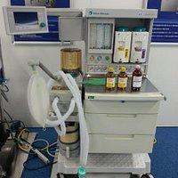 麻酔器。ほかに昔のものも多数あり