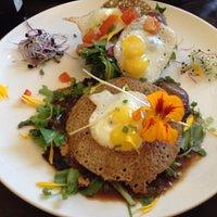 galette bréhat Filet de pigeonneau, pépites de foie gras, salade