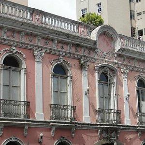 Fachada da casa de Camara - a parte inferior esta em reforma
