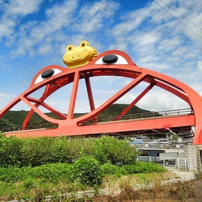 紀勢本線から見える かえる橋