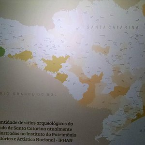 Mapa com a distribuição dos sítios arqueológicos em Santa  Catarina
