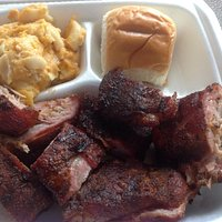 Riblets with macaroni and cheese
