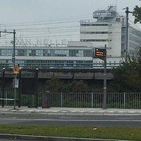 De Van Nelle fabriek vanaf de doorgaande weg
