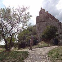 Eglise vue du chemin directe qui descend vers Cavaillon.