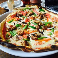 Earth pizza with chicken