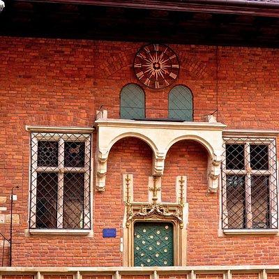 Facade in the courtyard