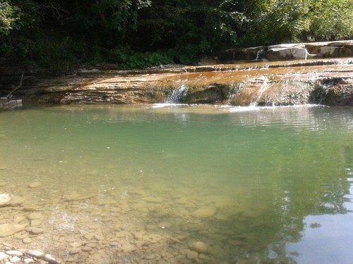 Una delle tante piscine naturali del fiume Auro che si trovano sulla strada tra Borgo Pace e Par