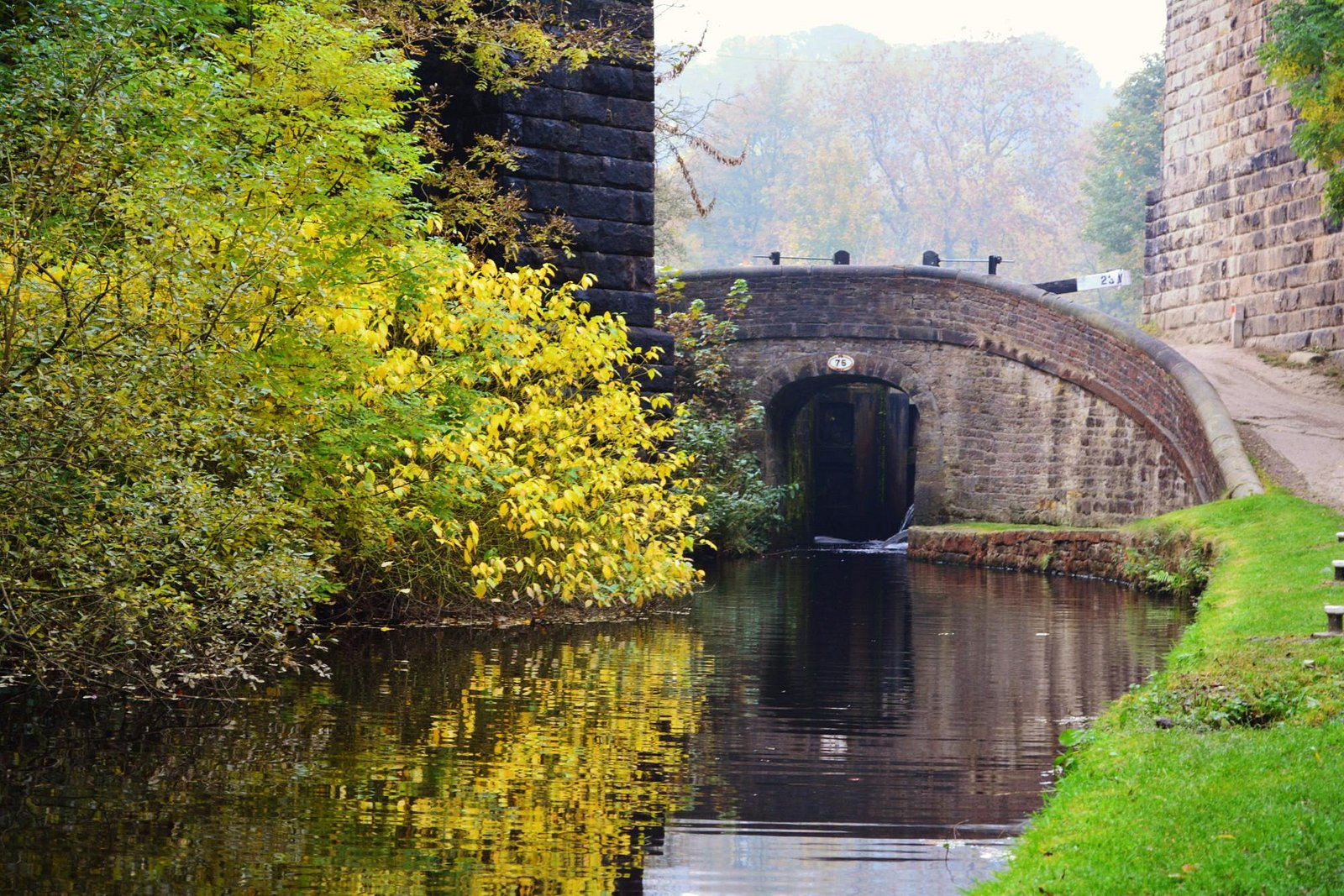 Uppermill canal