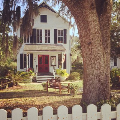 Gallery 26 is located in a registered 1881 Historic Home in the heart of Melrose, FL.