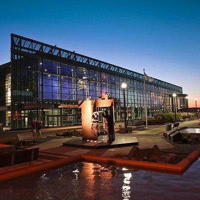 Québec City Convention Centre main entrance and hall // Centre des congrès de Québec entrée et h